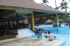 grand-palladium-punta-cana-poolbar_3717
