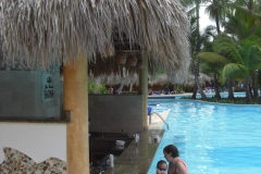 grand-palladium-punta-cana-poolbar_3720